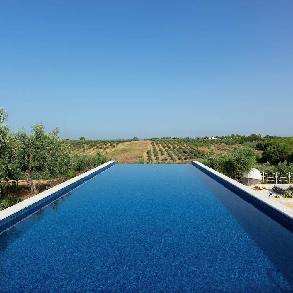 momentum resort: pool