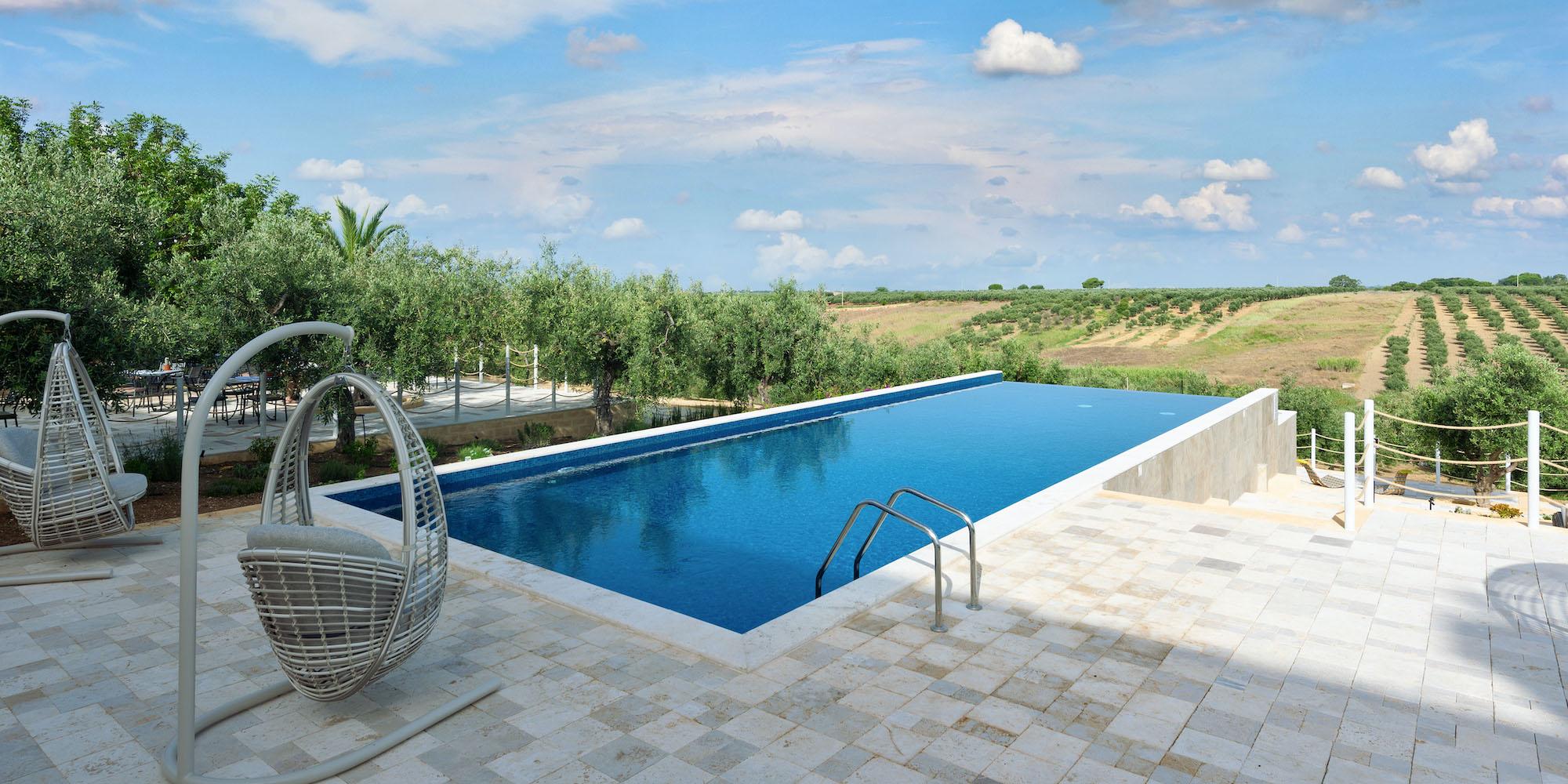 momentum resort: private pool