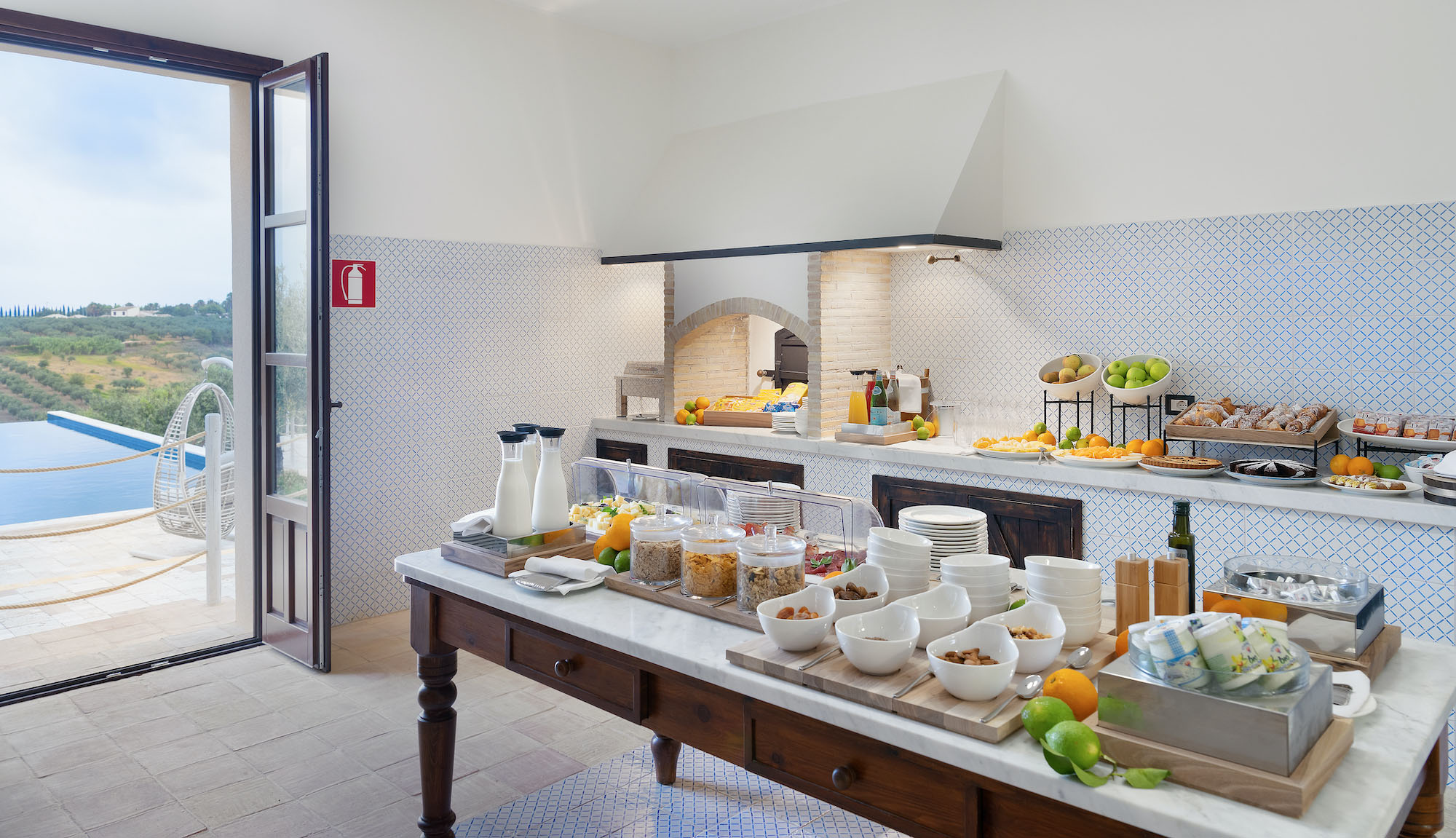 momentum resort: kitchen